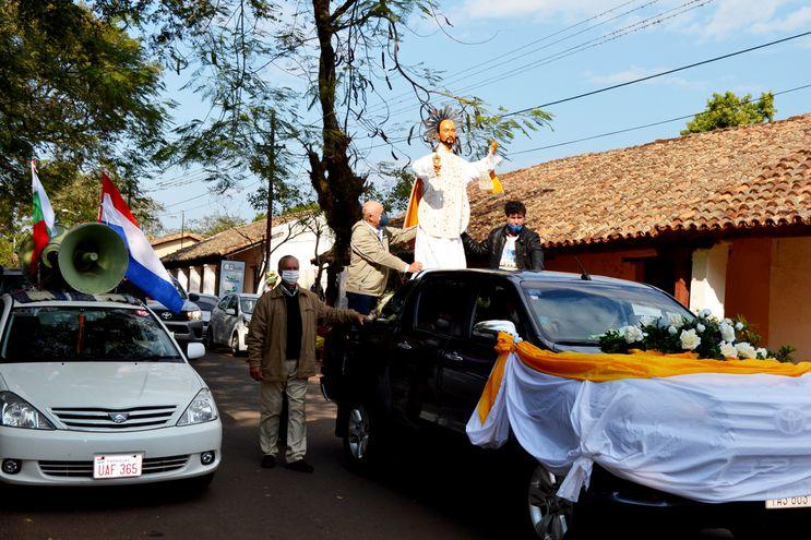 La procesión de la sagrada imagen de San Ignacio de Loyola se realizó en una camioneta adornada.