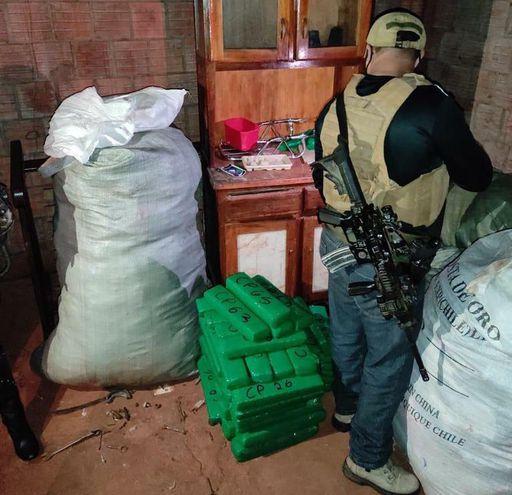 """La Senad incautó un alijo de marihuana en Pedro Juan Caballero, que portaba la marca del """"Pato Donald"""", en coincidencia con el apodo de su presunto dueño, alias """"Pato""""."""