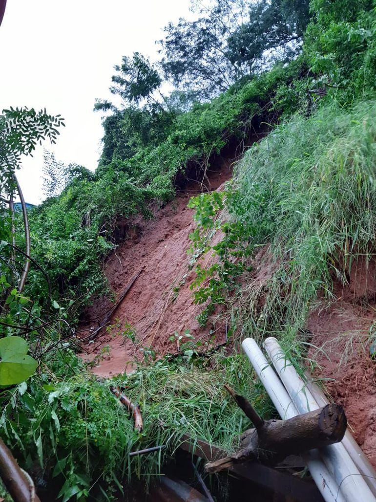 Derrumbe causó tres muertos en la Chacarita, Asunción.