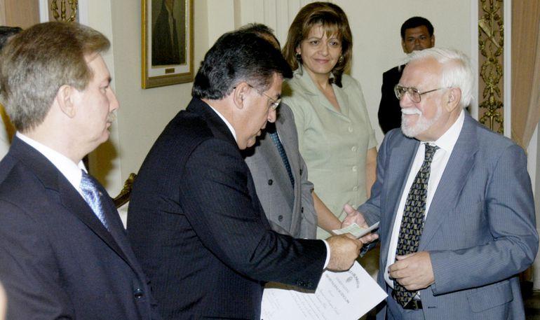 """Con el trabajo """"La lengua guaraní en el Paraguay colonial"""", Melià recibió en el año 2004 el Premio Nacional de Ciencias.  A lo largo de su vida, el lingüista y antropólogo escribió más de 30 libros."""