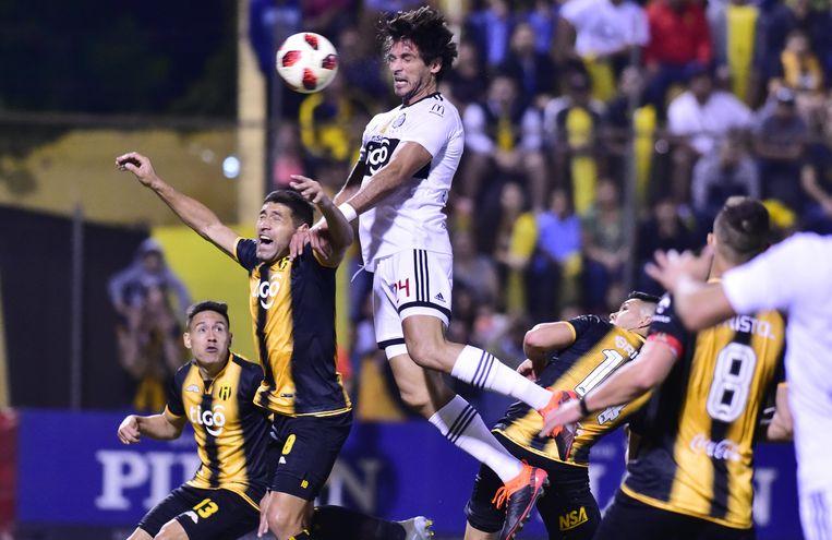 Guaraní y Olimpia empatan en el clásico
