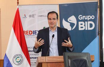 Mauricio Claver-Carone, presidente del Banco Interamericano de Desarrollo (BID), durante su visita al país.
