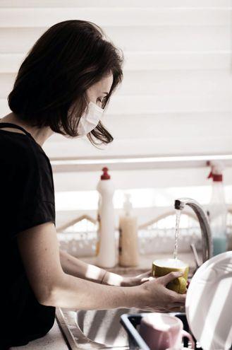 Los enfermos de covid-19 deben tener sus propios cubiertos y mantenerlos limpios. Foto: Pixabay.