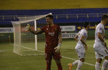 Servio hizo el 0-1 a favor de la visita y fue clave en los minutos finales del partido.