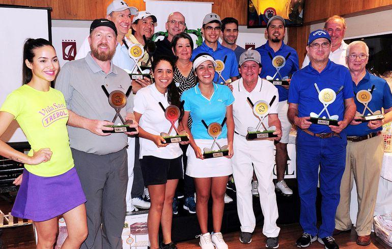 """Los mejores clasificados de las distintas categorías del torneo de golf por la """"Copa Trébol"""" correspondiente al Circuito Súper Series que se disputó ayer en el Yacht y Golf Club Paraguayo."""