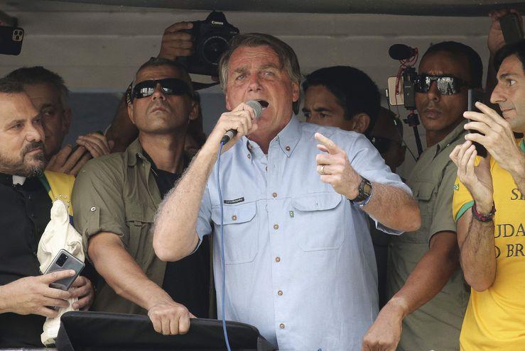 El presidente de Brasil, Jair Bolsonaro, durante su discurso del pasado martes, a sus miles de seguidores en Sao Paulo. (PAULO LOPES/AFP)