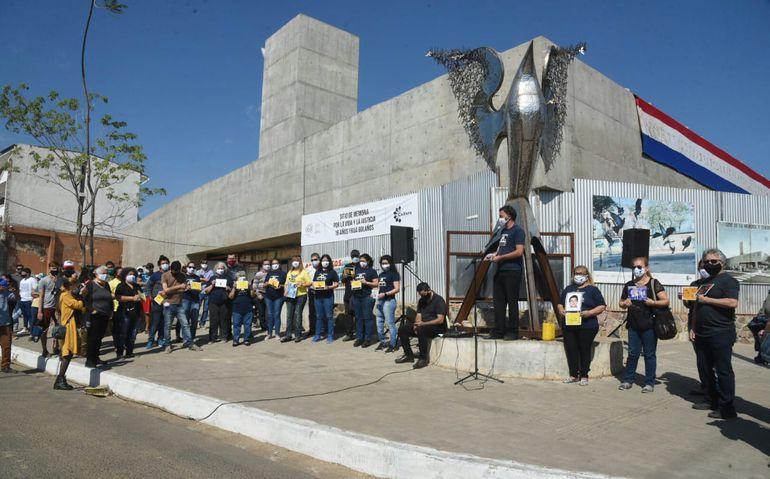 Familiares de víctimas de la tragedia del Ycua Bolaños