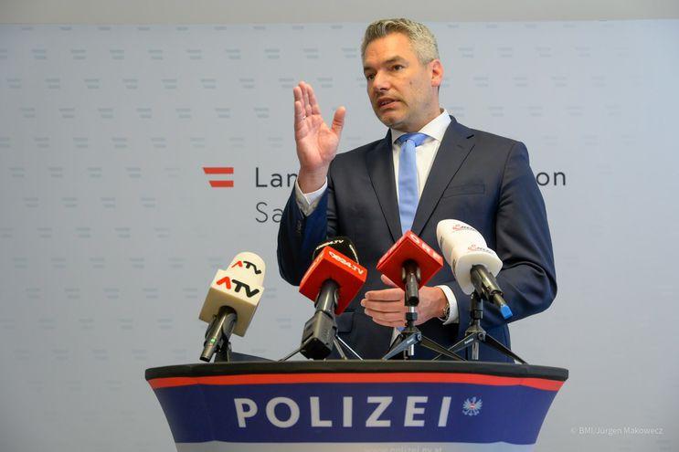La policía austríaca incauta un gran arsenal para una milicia de ultraderecha  alemana - Mundo - ABC Color