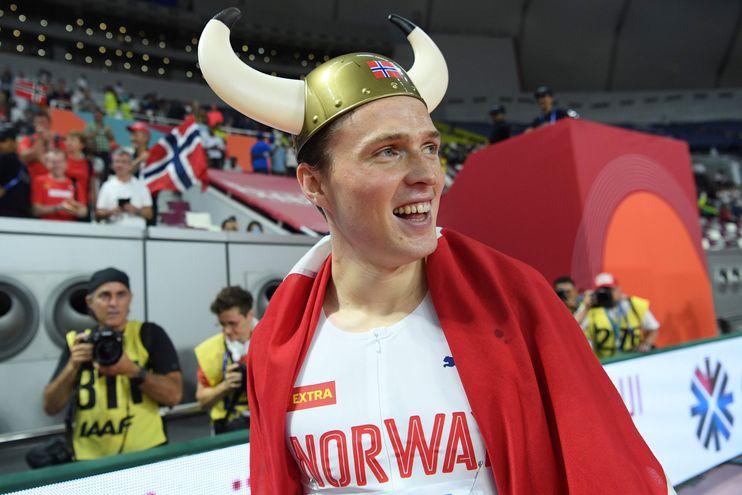 Así celebró Warholm su triunfo en el Mundial de Atletismo de Doha.