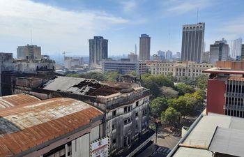 Vista superior actual del excine teatro Victoria, donde se aprecia el estado calamitoso del techo.