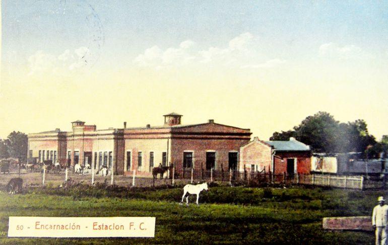 La estación del tren era el principal punto de viajes hacia Asunción y Buenos Aires (ca. 1925). Postales de la colección del autor.