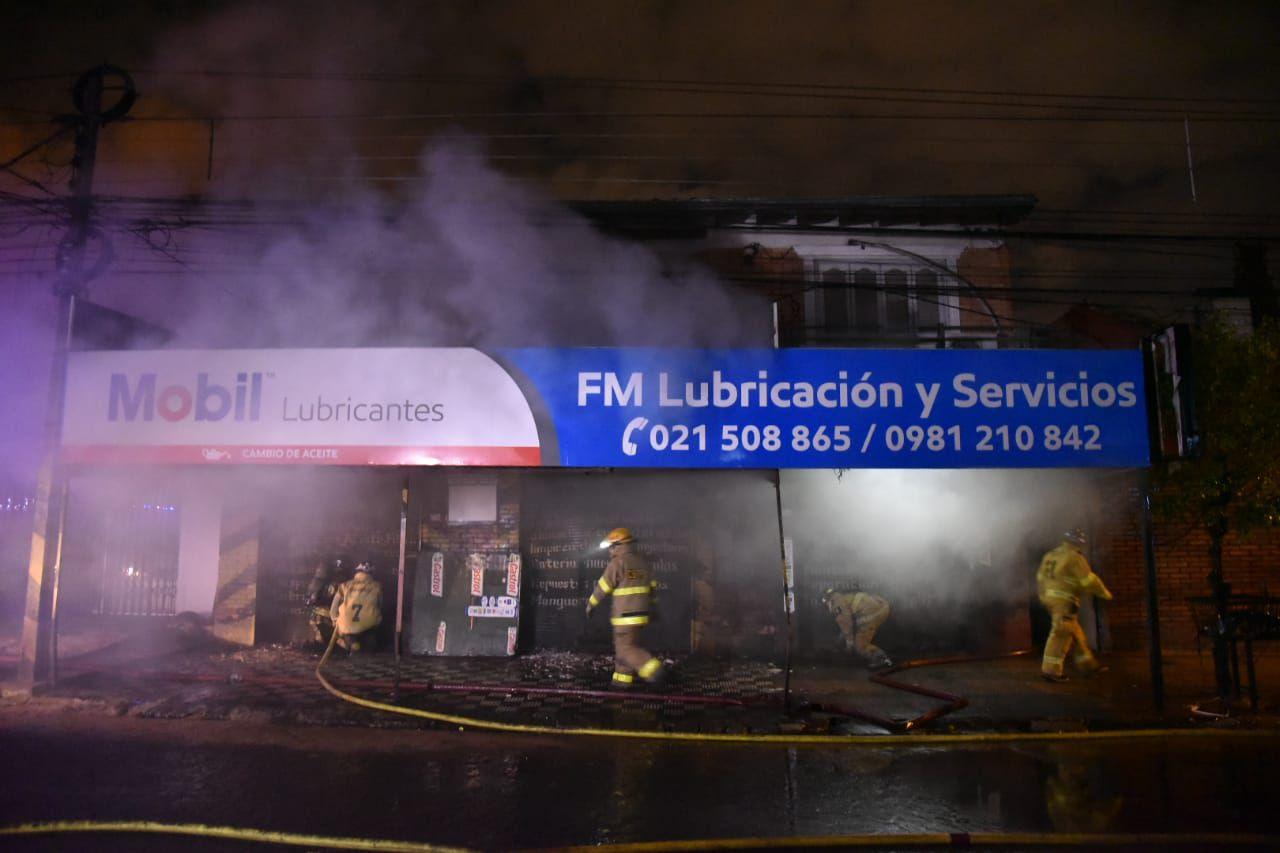 Incendio en local de venta de lubricantes ubicado en Fernando de la Mora, Zona Sur.