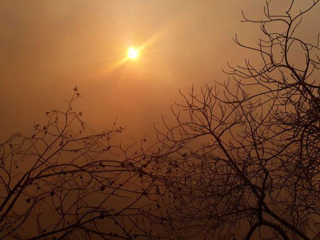 Incendio forestal en la Estación Tres Gigantes, provoca gran humareda que se extiende sobre la ciudad de Bahía Negra.