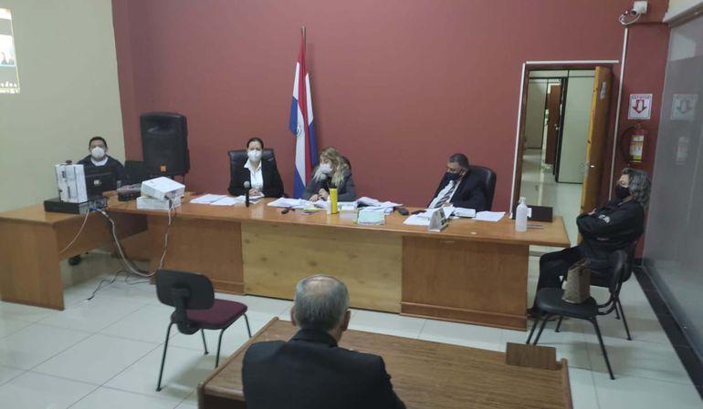 El fiscal Vicente Rodríguez (de espaldas), ante el Tribunal de Sentencia del caso de los billetes venezolanos.