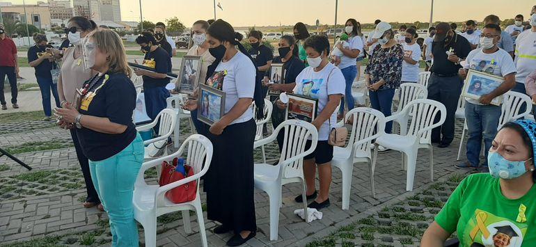 Decenas de familiares de víctimas de accidentes de tránsito se reunieron hoy en la Costanera de Asunción para recordar a sus parientes en el Día Mundial en Recuerdo de las Víctimas de Accidentes de Tráfico (WDR).