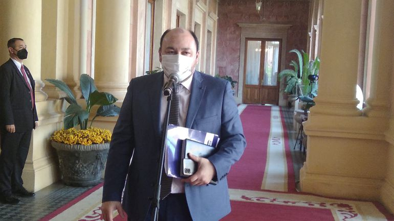 Gentileza. Titular de Aduana, Julio Fernández en conferencia de Prensa en Palacio de Gobierno.