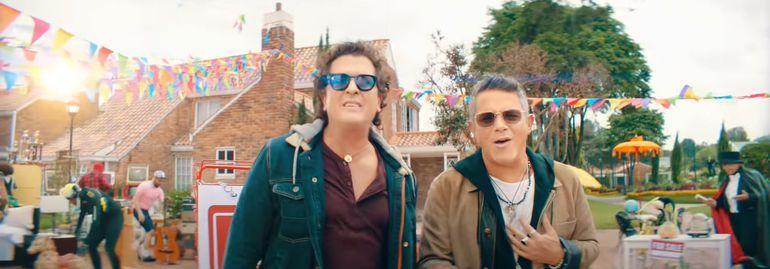 """Carlos Vives y Alejandro Sanz en el vídeo de """"For Sale""""."""