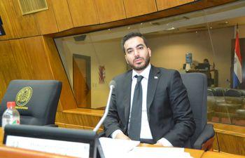 Juan Manuel Ayala Acevedo, de 27 años, el nuevo diputado por Pedro Juan Caballero, asumió en reemplazo de su tío, el fallecido Robert Acevedo.