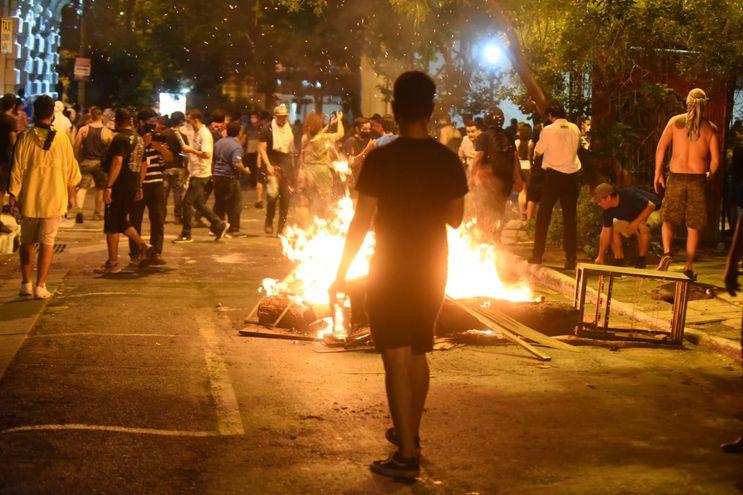 Barricada en calle de Asunción.