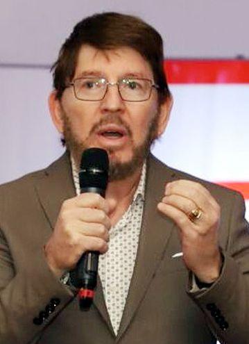 Neri Giménez Malgarini, Centro de Importadores.