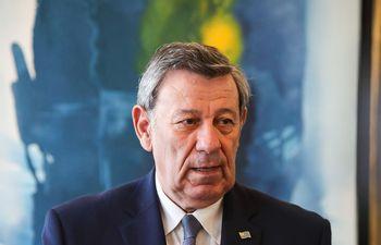 El canciller de Uruguay, Rodolfo Nin Novoa, habla durante una conferencia de prensa este martes, en Montevideo (Uruguay). Novoa anunció este martes que el país se retira del Tratado Interamericano de Asistencia Recíproca (TIAR) y que lo denunciará ante la Organización de Estados Americanos (OEA).