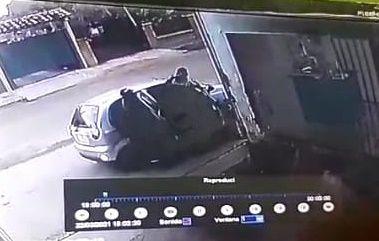 El automóvil en el que se desplazaban los desconocidos