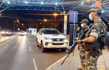 Por día al menos 300 paraguayos cruzan la frontera hacia Brasil para vacaciones en sus playas, en zonas consideradas de riesgo.