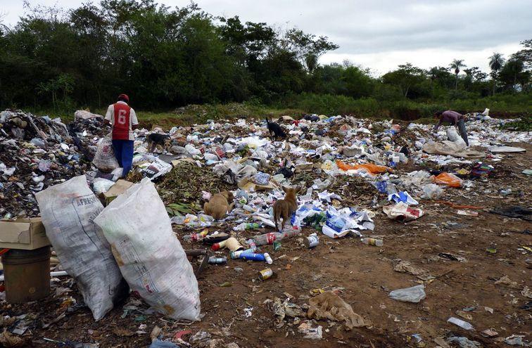 La falta de conciencia impide que nuestro país tenga una cantidad suficiente de materiales reciclables para abastecer a las industrias.