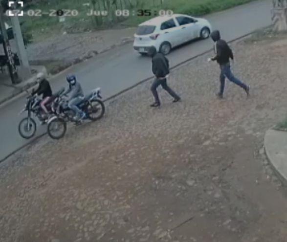 Las cámaras de seguridad captaron el momento en que los cuatro criminales se disponían a escapar del sitio.