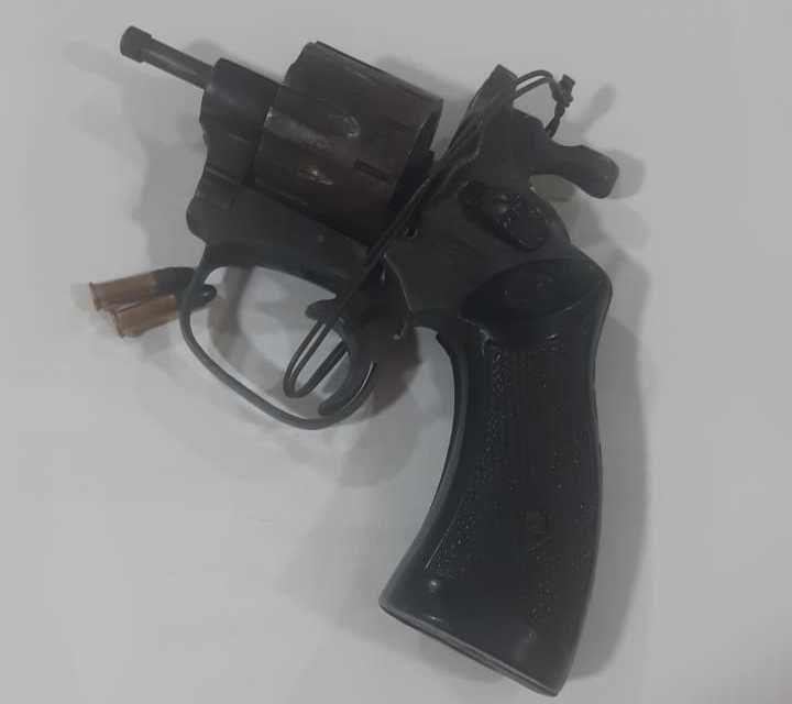 Pistola encontrada en poder del detenido.