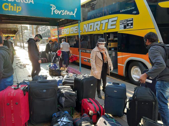120 paraguayos retornan al país en traslado humanitario