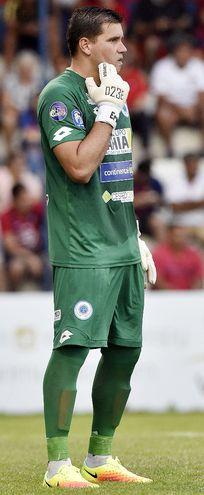 Mauro Rubén Cardozo (38),   arquero del 12 de Octubre.