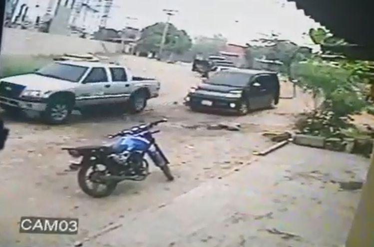 Una camioneta Nissan, seguida  de una Chevrolet y dos  furgonetas Toyota de color negro fueron usadas para la fuga.
