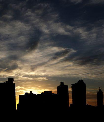 Una vista del amanecer sobre el cielo de Asunción.