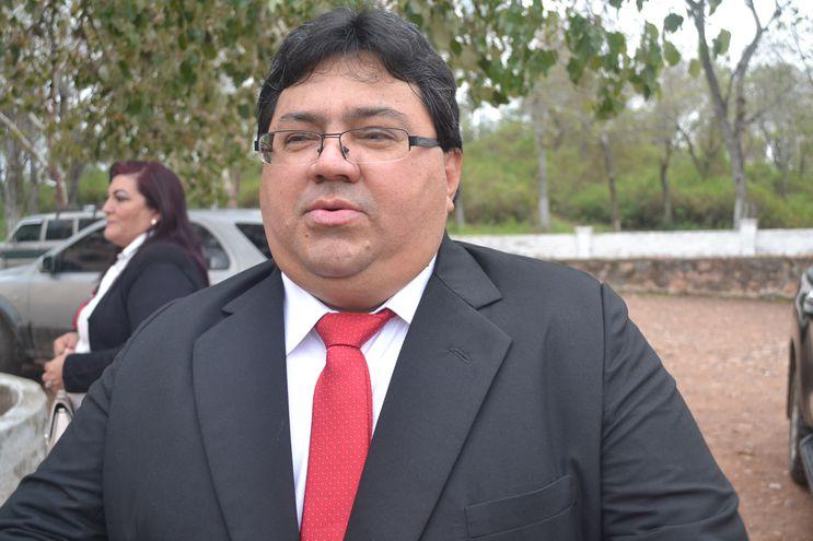 José Domingo Adorno (ANR), gobernador de Alto Paraguay. Cuatro concejales piden la intervención de su administración.