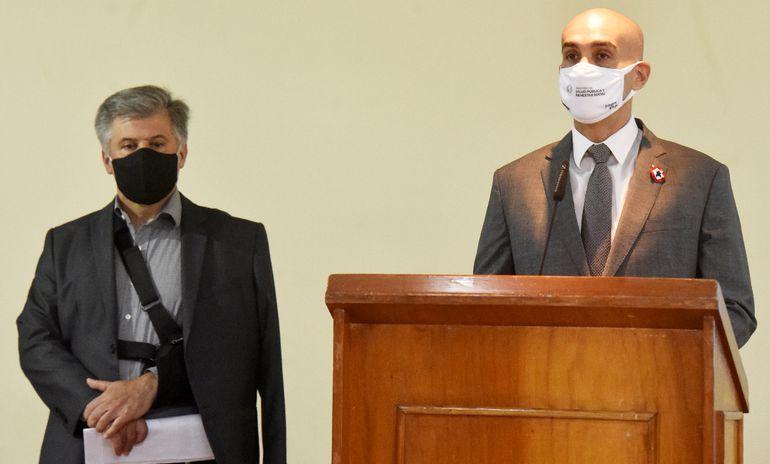 Julio Mazzoleni, ministro de Salud Pública; y Arnaldo Giuzzio, titular de  la Senad y coordinador de la Comisión de Control.
