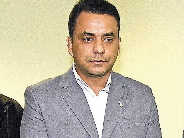 De izq. a der., el abogado Ardonio y el exdiputado suplente (ANR) Carlos Rubén Sánchez Garcete, en una de las audiencias en el proceso que también afecta a su hermano Denilso.