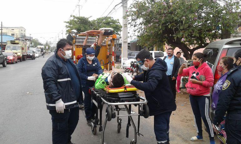 Uno de los motociclistas accidentados en la tarde de hoy miércoles en la ciudad de San Antonio.