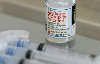 El monto más elevado a pagar es de US$ 52.000.000 por dos millones de vacunas Moderna, que serán recepcionadas por nuestro país durante el 2022.