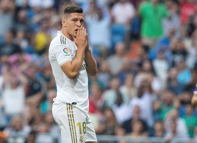 El jugador serbio, Luka Jovic, se lamenta tras una ocasión fallida en el partido ante el Real Valladolid.