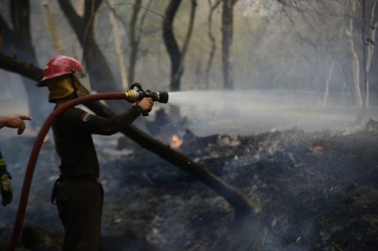 Bomberos voluntarios sofocaron el incendio