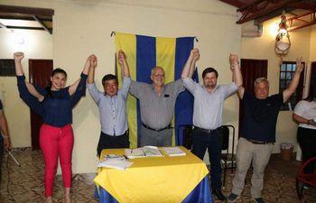 En la foto aparecen Daysi Rolón candidata liberal a concejal, Isasi Kawano colorado, César Meza Bría, Justo Rodríguez y Manuel Morínigo, diputado liberal en Parlasur