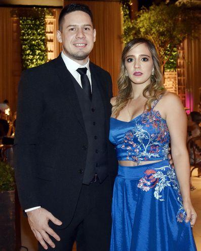 José Flores y Adriana Escurra.