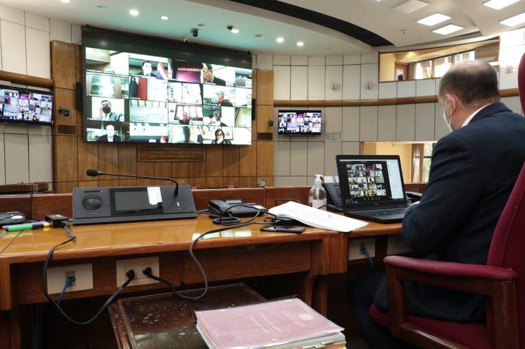 La sesión de emergencia en Senadores fue convocada para luego de la presentación del informe anual de Mario Abodo Benítez ante el pleno del Congreso.