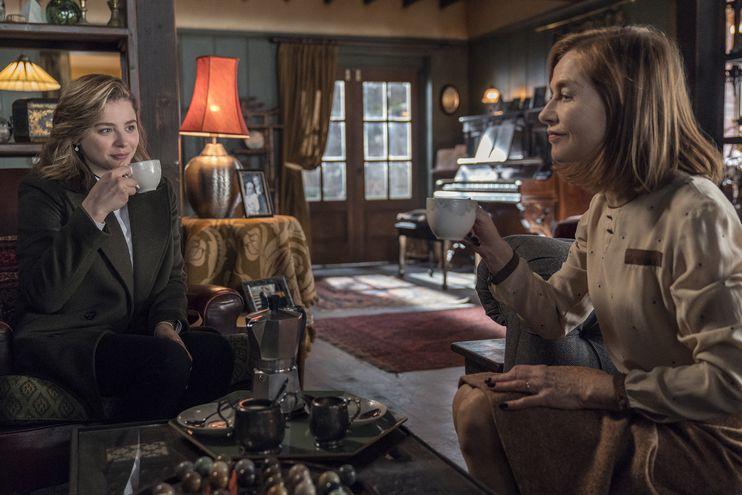 "Chloë Grace Moretz e Isabelle Huppert en ""La viuda""."