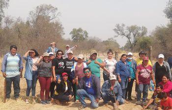 Un grupo de nativos recorrió la reserva Mbutu reta.