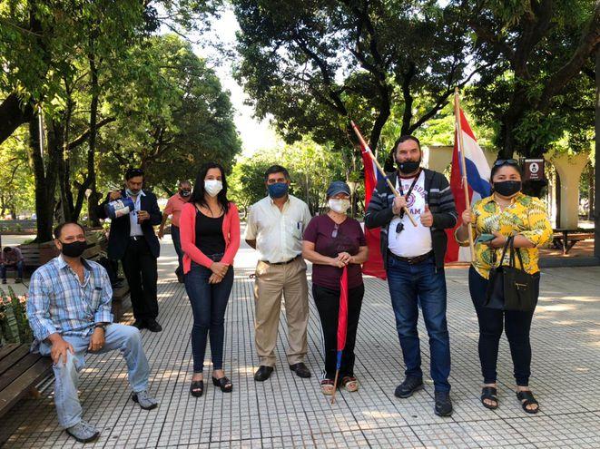 Escribanos que se manifestaron hoy pidiendo que el examen sea de la forma tradicional (papel)