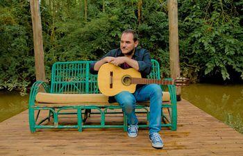 El cantautor español Ismael Serrano se presenta esta noche en el Teatro del Hotel Guaraní.