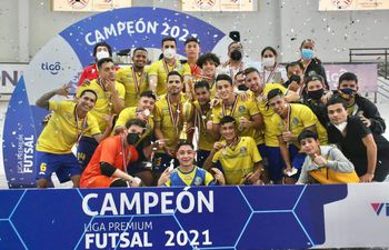 Sport Colonial conquistó su primera Liga Premium, derribando al eterno monarca Cerro Porteño. Ayer ganó 5 a 4 y gritó campeón.