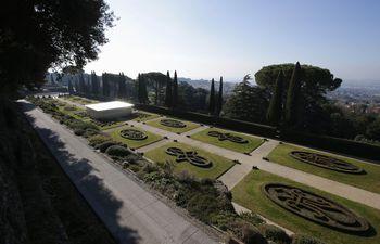 el-papa-abre-al-publico-los-jardines-de-la-residencia-de-castel-gandolfo-123845000000-1054959.jpg